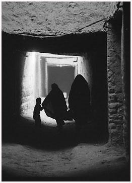 http://bruno.leteinturier.free.fr/MAROC/maroc%20noir%20et%20blanc/ksar1.jpg