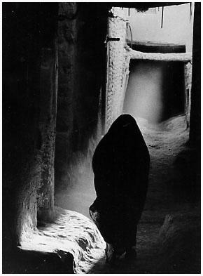 http://bruno.leteinturier.free.fr/MAROC/maroc%20noir%20et%20blanc/silhouette.jpg
