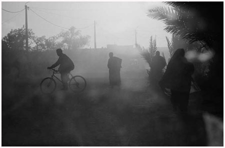 http://bruno.leteinturier.free.fr/MAROC/maroc%20noir%20et%20blanc/tempete-de-sable.jpg