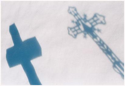 http://bruno.leteinturier.free.fr/cimetieres/2croix_neige.jpg