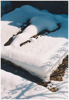 http://bruno.leteinturier.free.fr/cimetieres/croix_neige.jpg